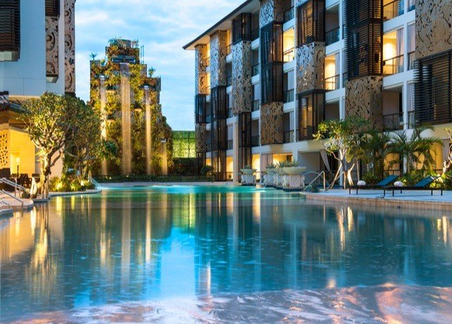 building water property swimming pool Resort condominium plaza resort town City palace day
