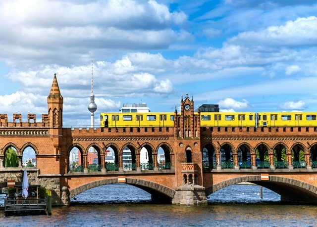 sky landmark bridge building City tourist attraction arch bridge plaza River fixed link palace tours traveling arch day