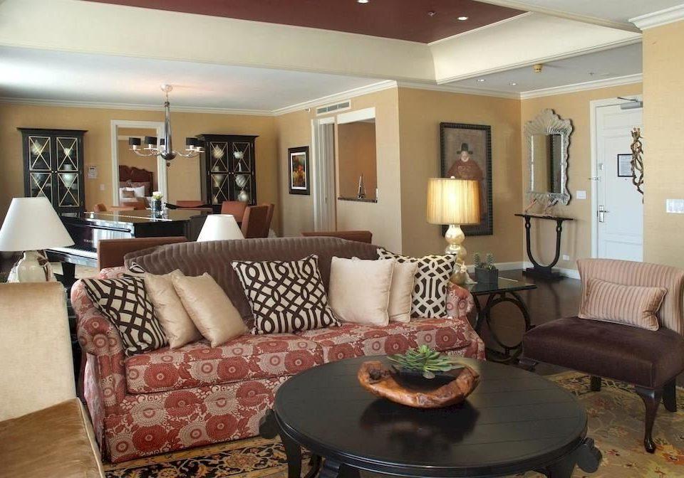 City Suite sofa living room property home condominium cottage Villa mansion leather