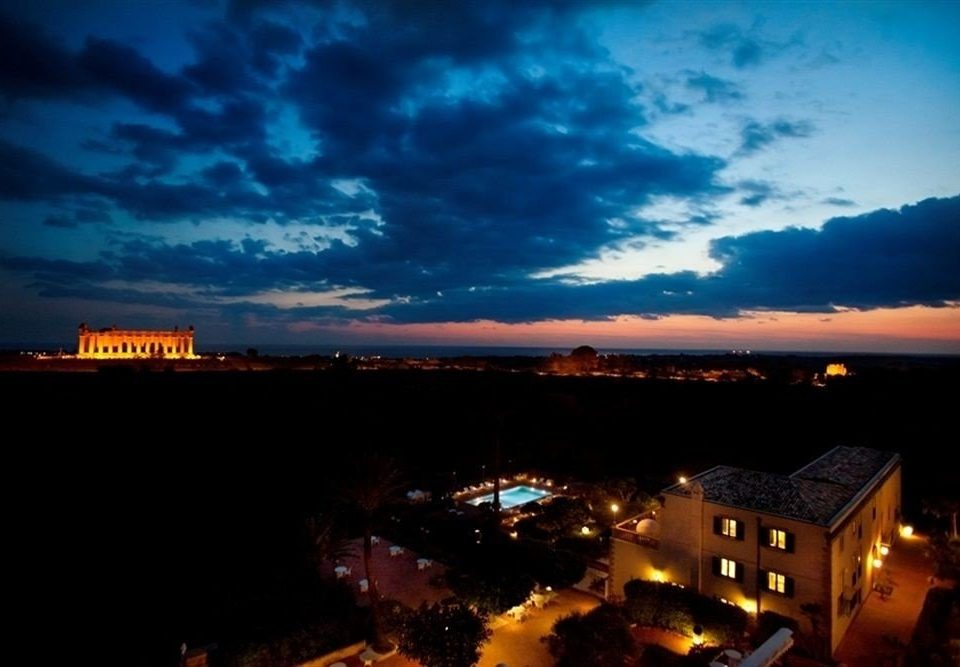 sky horizon night afterglow dusk cloud evening dawn Sunset cityscape morning City skyline sunrise dark panorama clouds