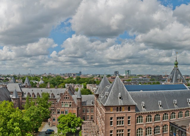 sky City landmark Town building cloudy cityscape cloud skyline clouds panorama waterway castle day crowd