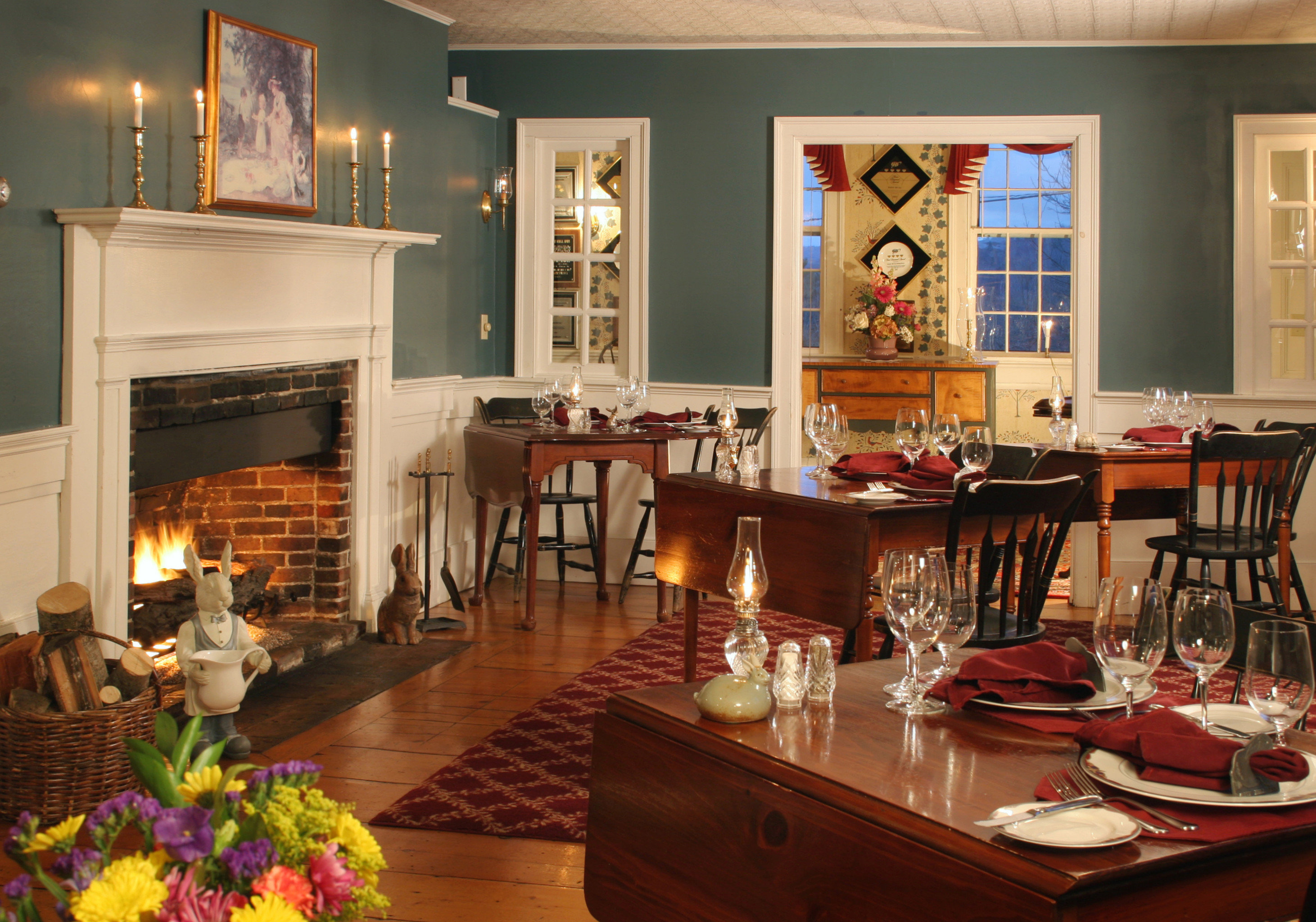Classic Country Dining Drink Eat Inn home Fireplace restaurant living room Lobby