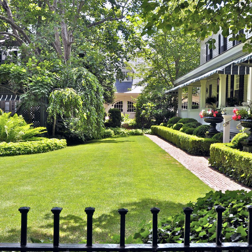 Classic Elegant Grounds Historic Inn tree grass Garden building neighbourhood lawn residential area botany yard backyard plant Courtyard landscape architect flower home walkway botanical garden suburb outdoor structure shrub landscaping colonnade
