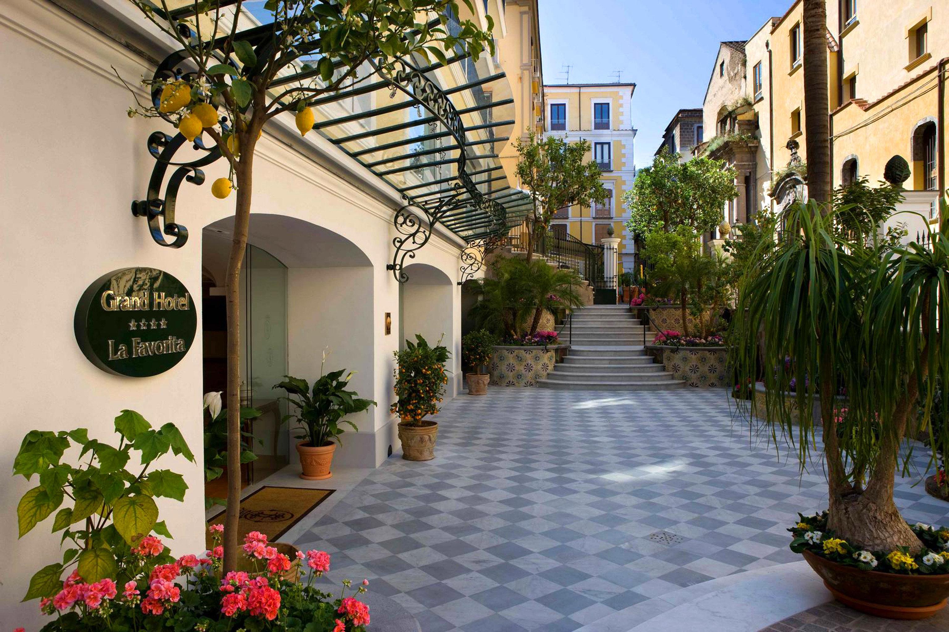 Classic Grounds Scenic views Sea plant property Courtyard flower neighbourhood plaza residential area condominium Garden