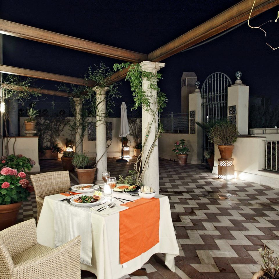 Classic Deck Dining Drink Eat property house home Villa porch cottage living room mansion backyard