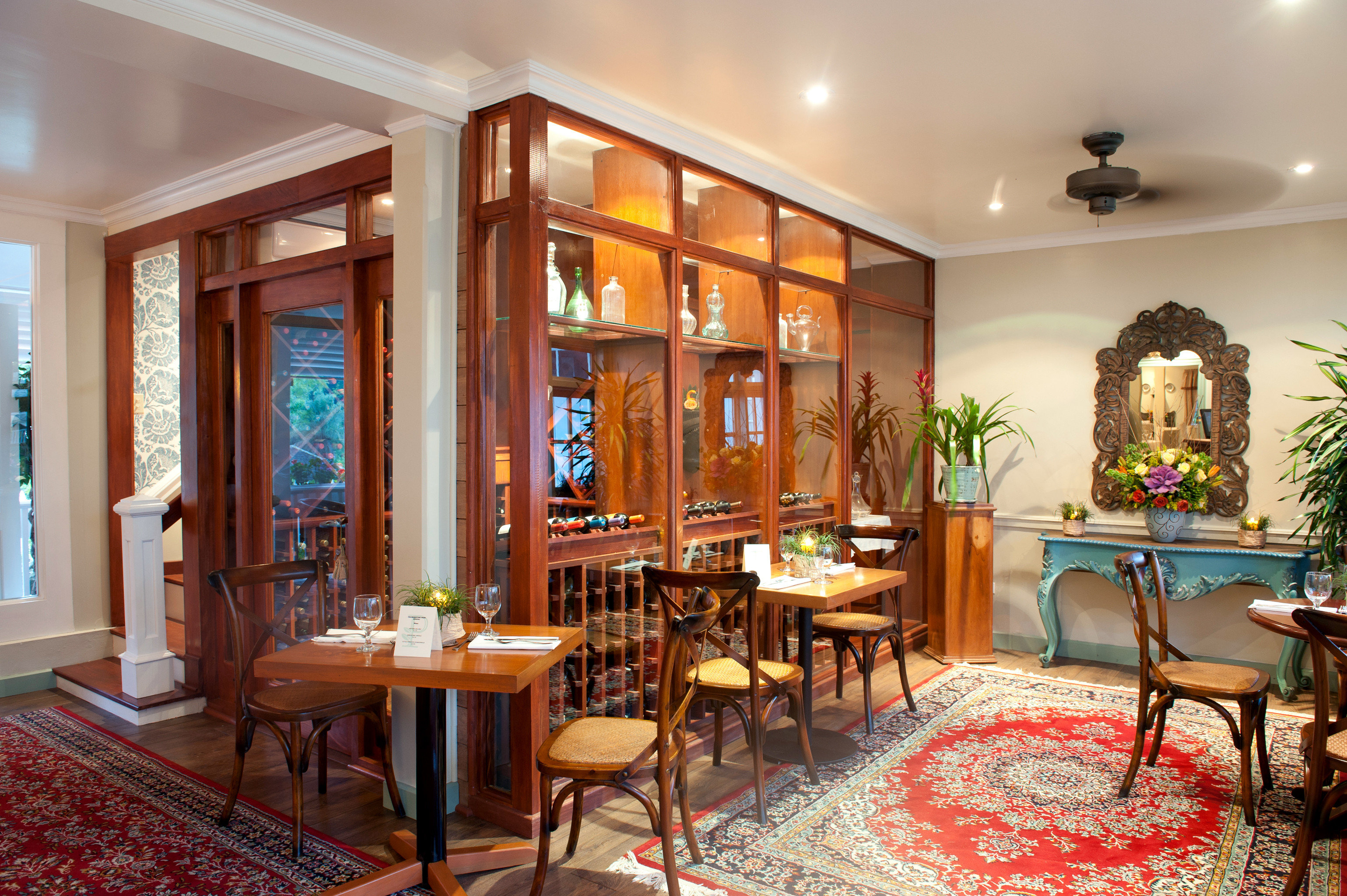 Classic Dining Drink Eat Wine-Tasting chair property Lobby home living room Resort restaurant mansion Villa dining table