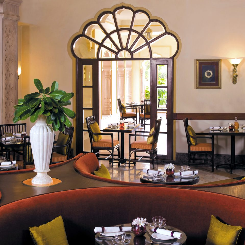 Classic Dining Drink Eat property living room home restaurant Villa cluttered