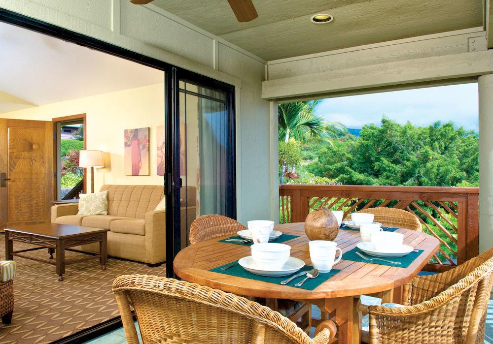 Classic Dining Resort property living room home condominium Suite Villa cottage dining table
