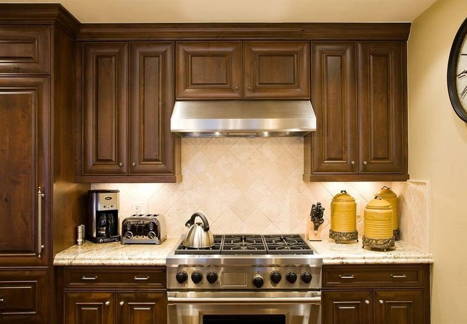 Classic Drink Eat Kitchen cabinet property countertop cabinetry home hardwood cuisine classique appliance stove kitchen appliance