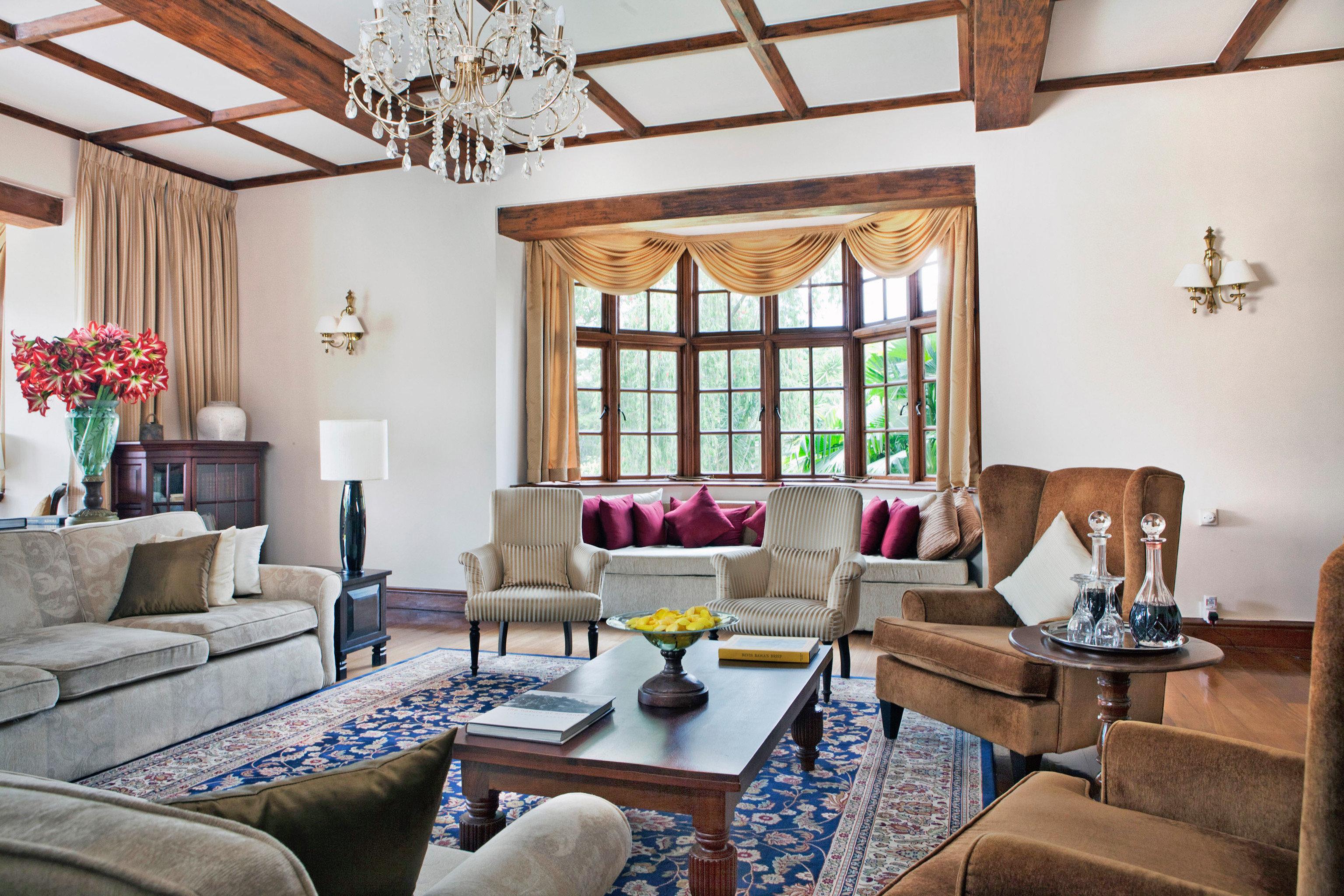 Classic Elegant Food + Drink Luxury sofa living room property home cottage Villa farmhouse Suite