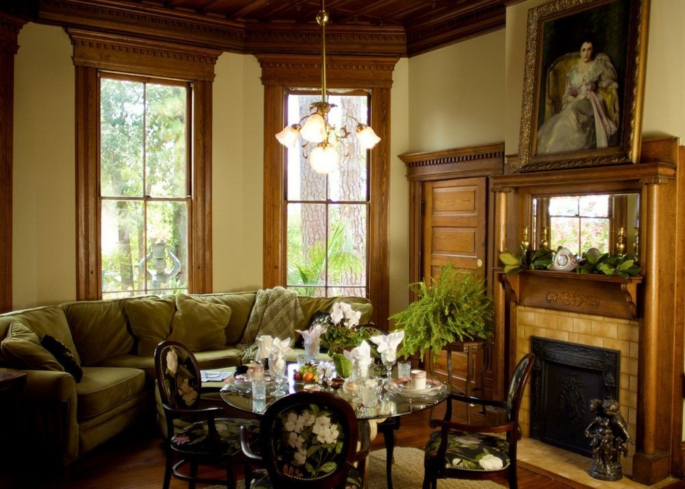 Classic Elegant Historic living room property home house cottage mansion farmhouse Suite