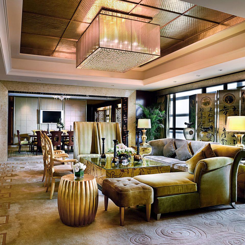 Classic Entertainment Lounge Resort property living room home condominium hardwood mansion Lobby Villa farmhouse porch cottage