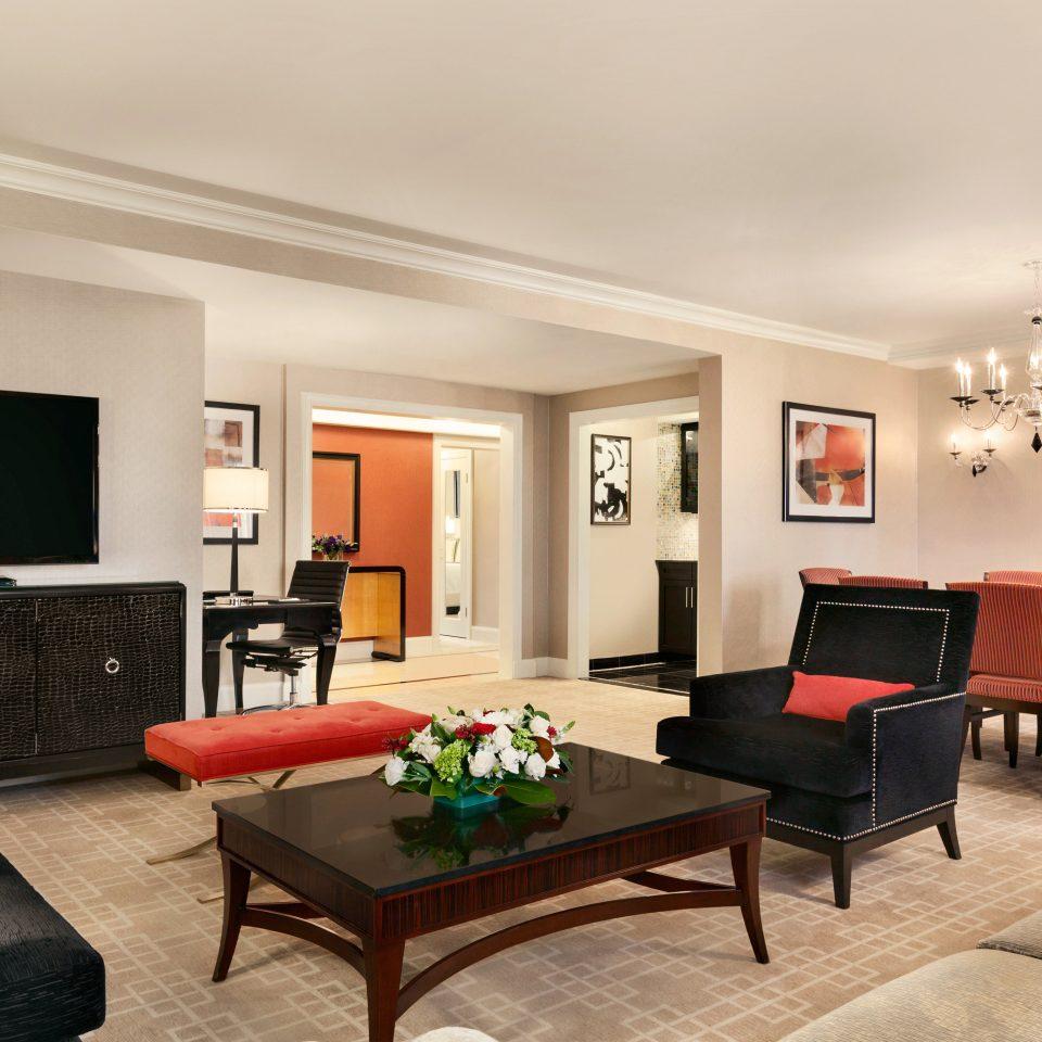 Classic Entertainment Resort sofa chair living room property home condominium Suite recreation room flat leather