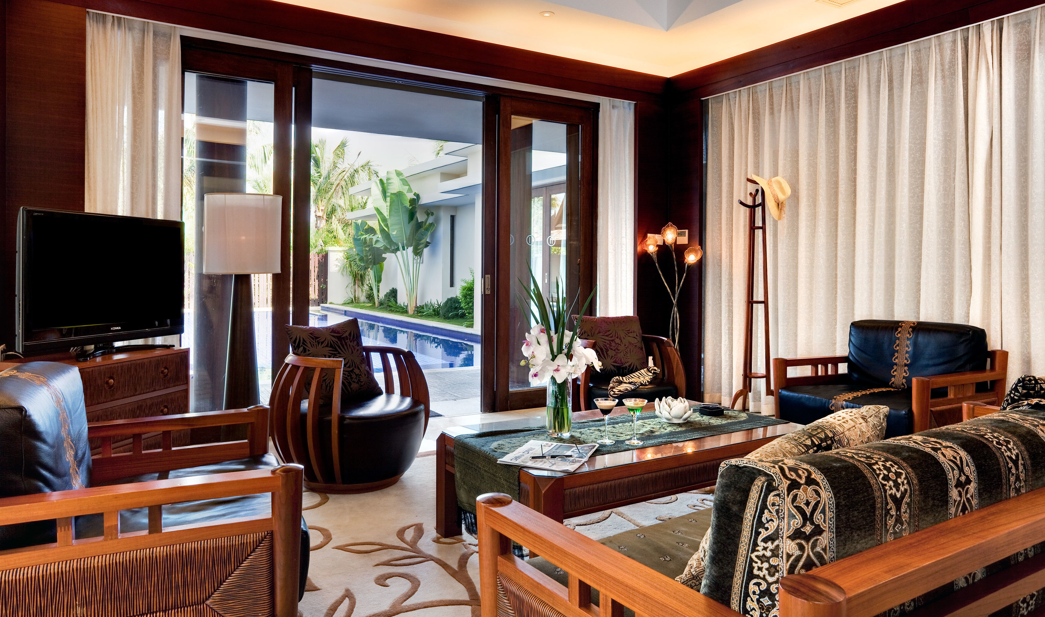 Classic Entertainment Resort property chair living room home Suite condominium cottage Villa
