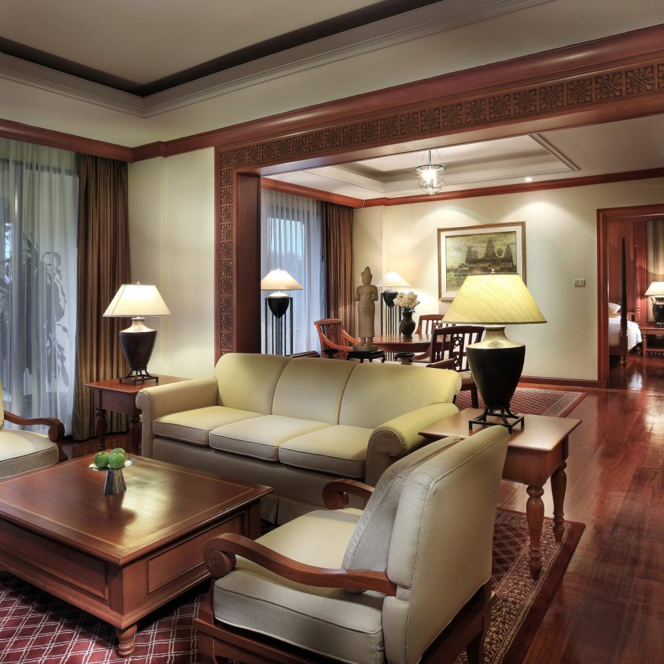 Classic Family Lounge Resort sofa property living room Suite home hardwood condominium mansion Villa lamp flat
