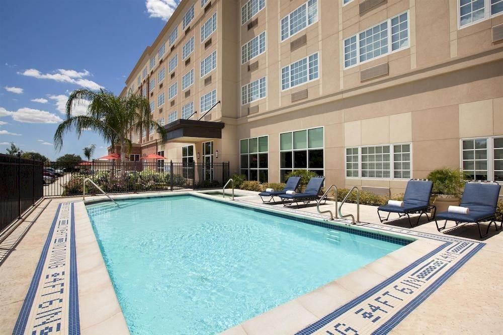 Classic Family Pool building condominium swimming pool property leisure Villa Resort home backyard