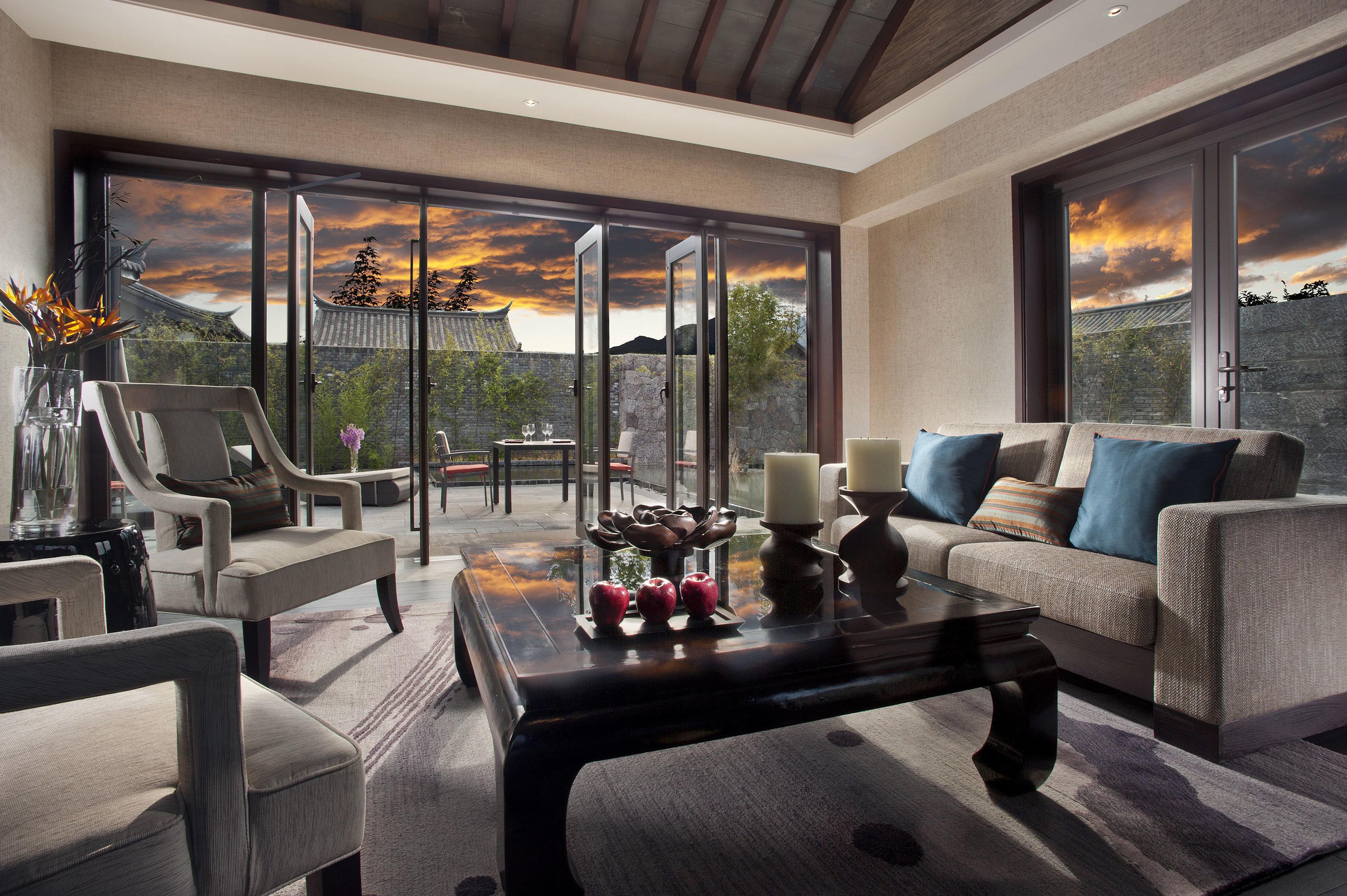 Classic Patio Resort sofa living room property condominium home Lobby Fireplace Villa Suite mansion