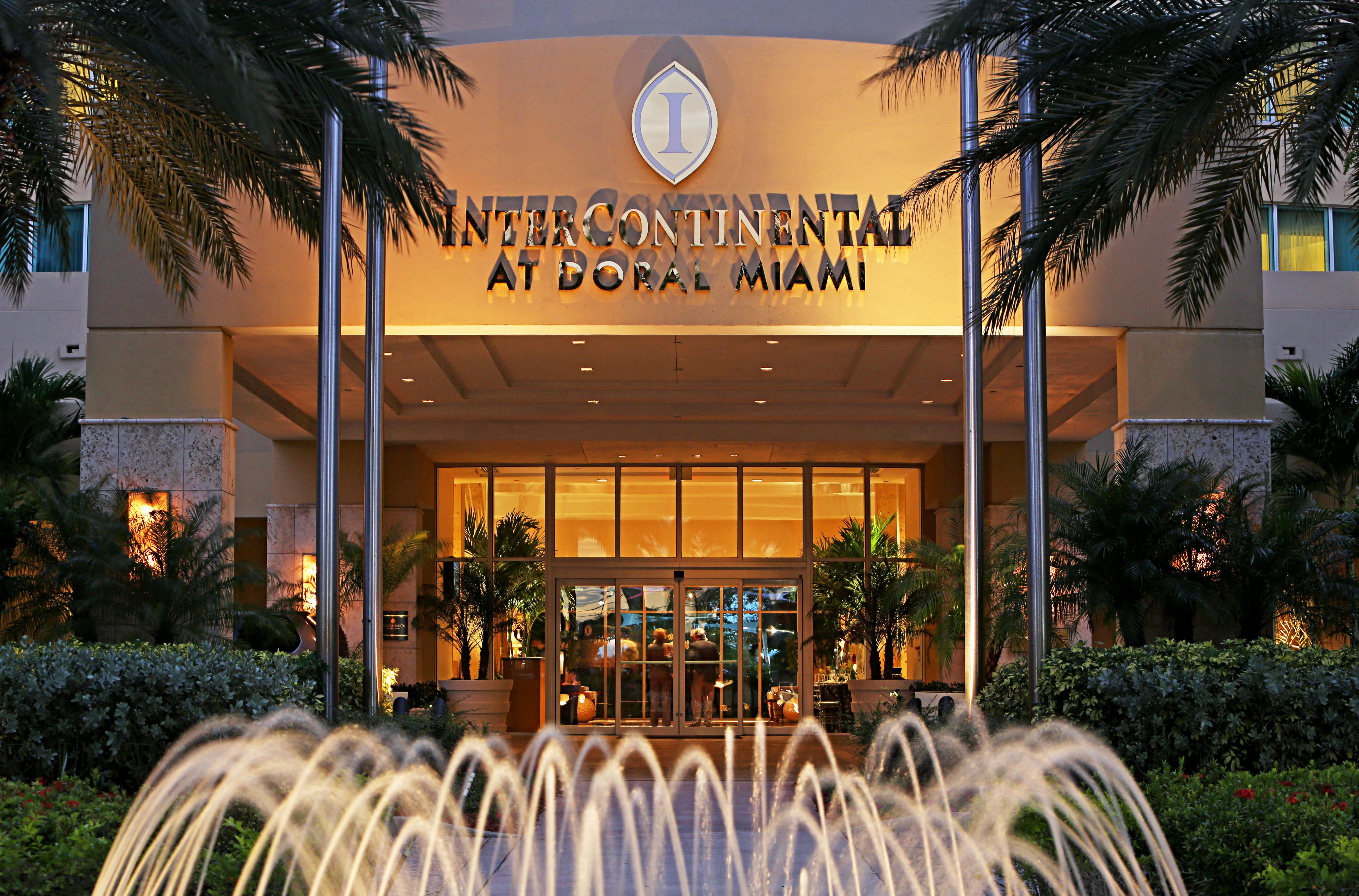 Classic Grounds Resort tree home restaurant palm Garden