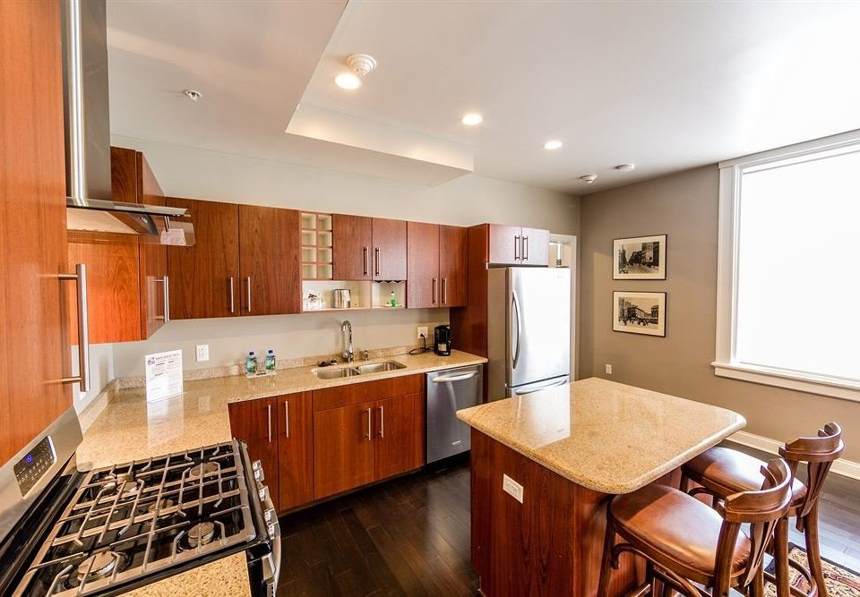 Classic Kitchen property home wooden cabinetry hardwood cuisine classique cottage Island Modern stainless steel appliance hard