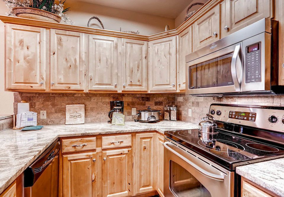 Classic Kitchen Lodge cabinet property wooden countertop cabinetry home counter hardwood stove cuisine classique appliance cottage material mansion farmhouse kitchen appliance stainless