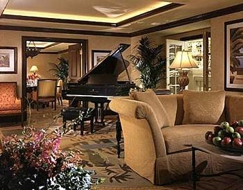 Classic Lounge Resort living room property home Lobby Suite mansion Villa arranged