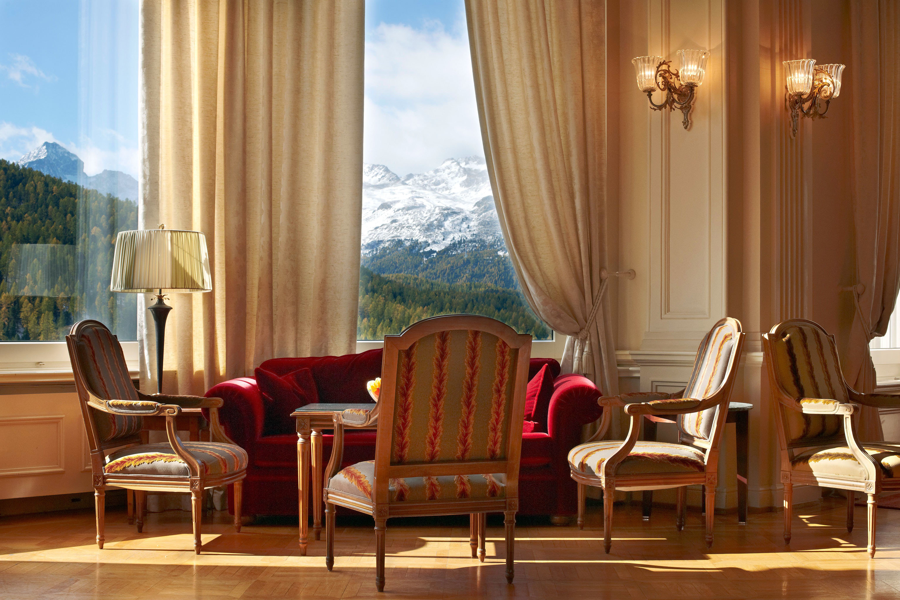 Classic Lobby Mountains Scenic views chair property Suite living room home curtain window treatment textile restaurant dining table