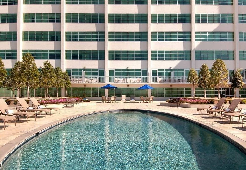 Avenue plaza resort new orleans la jetsetter for Water s edge cabins of berlin