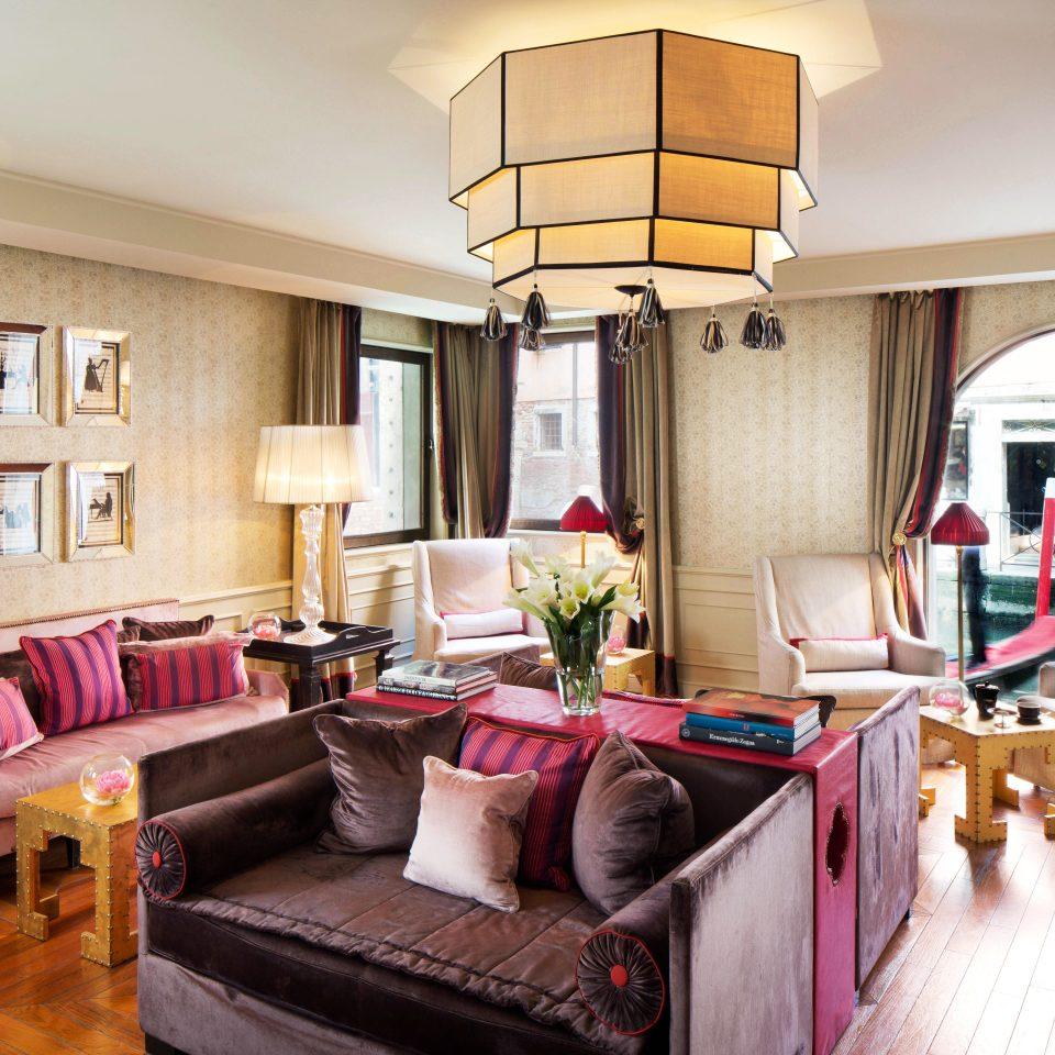 Classic Suite sofa property living room home cottage condominium