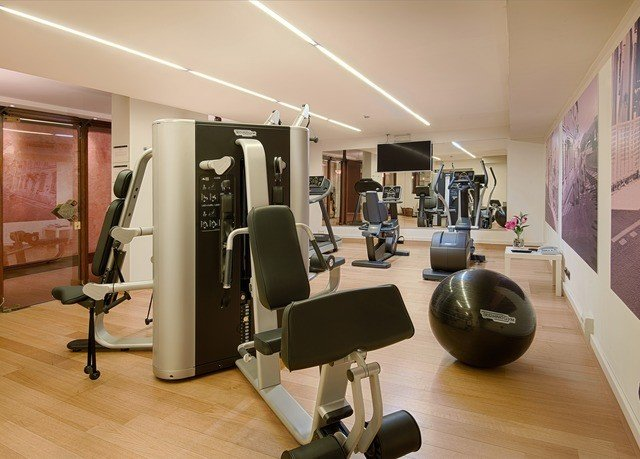 structure property sport venue desk gym condominium office hard cluttered
