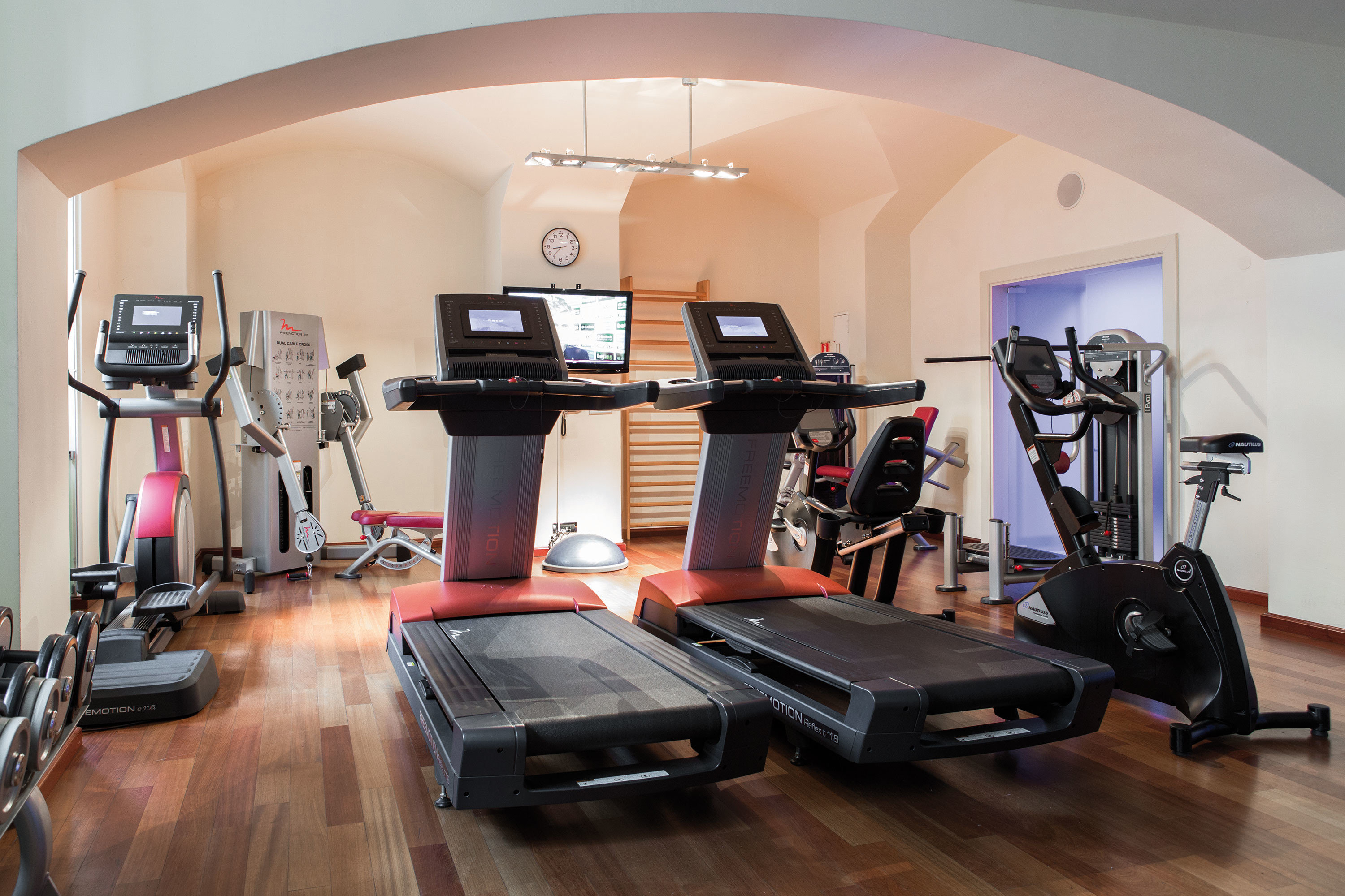 structure property sport venue gym hard cluttered