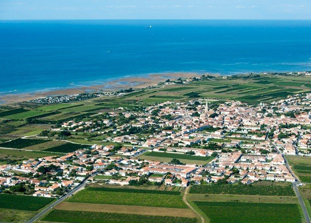 grass sky water aerial photography bird's eye view horizon residential area photography Town Nature Coast plain Sea atmosphere of earth suburb cape overlooking shore