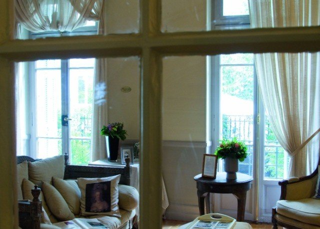 property living room home condominium cottage curtain window treatment