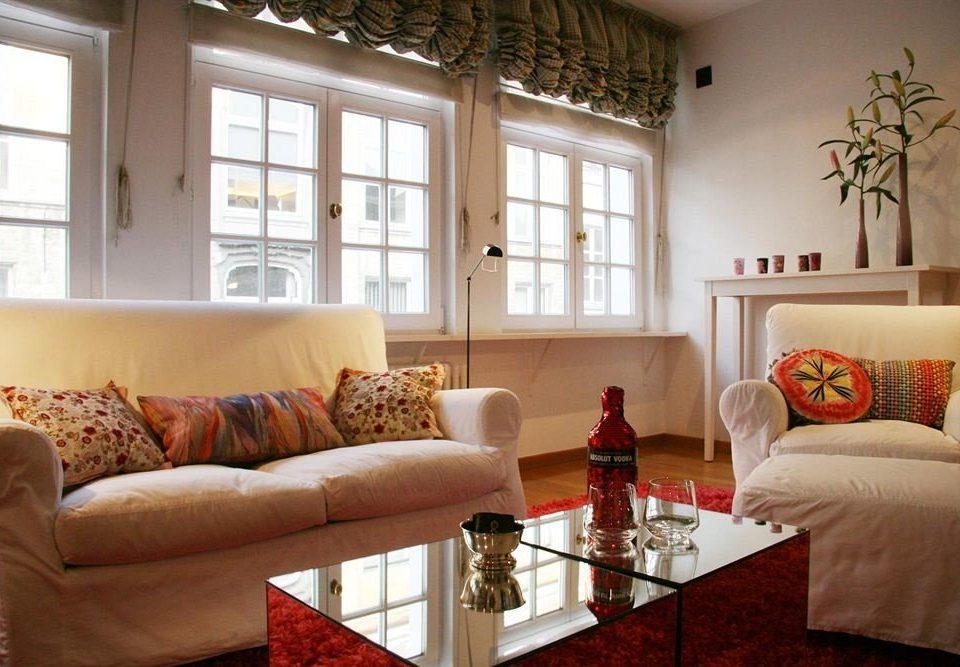 sofa living room property home cottage condominium farmhouse leather