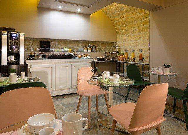 property restaurant home cuisine living room condominium