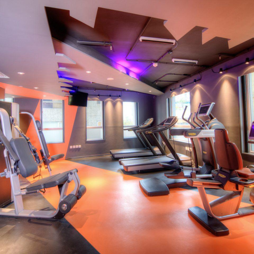 desk sport venue recreation room office condominium
