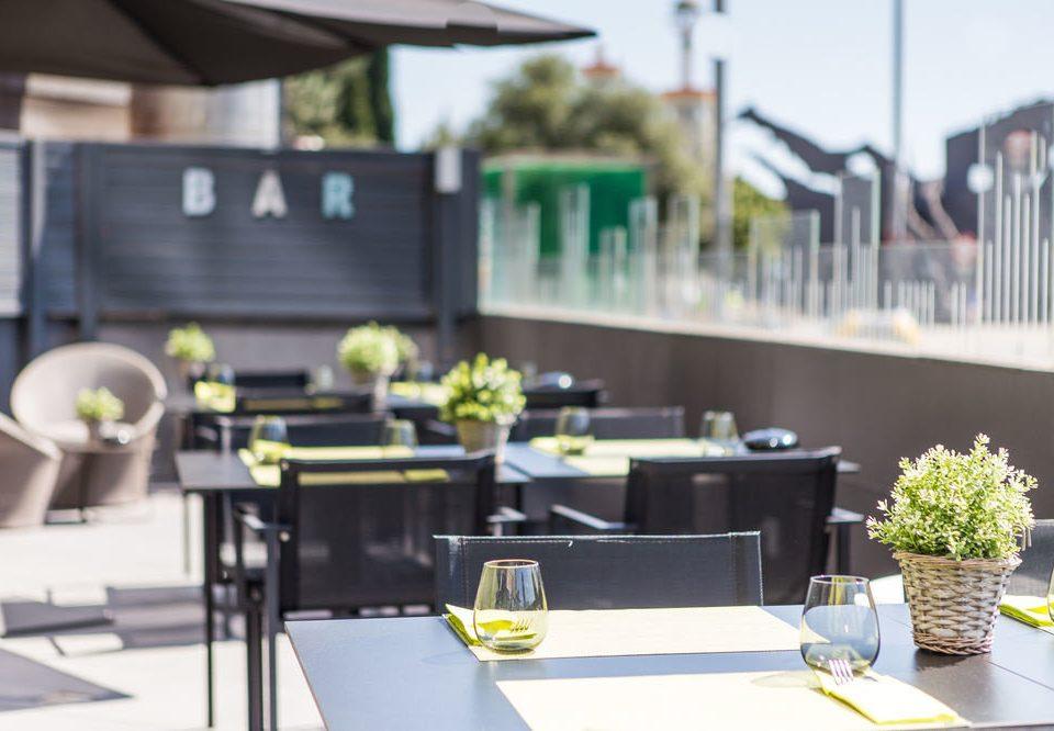 restaurant condominium dining table