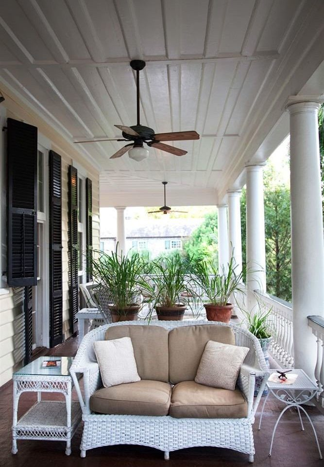 property living room porch home outdoor structure lighting cottage daylighting farmhouse leather