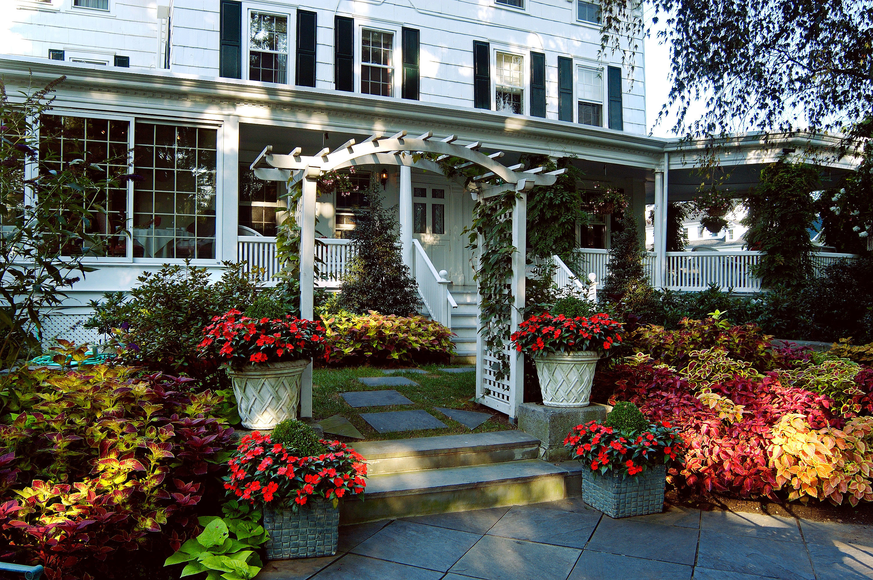 Country Elegant Girls Getaways Grounds Inn Trip Ideas Weekend Getaways building tree flower house plant Courtyard backyard Garden home yard residential area porch outdoor structure bushes cottage landscaping stone