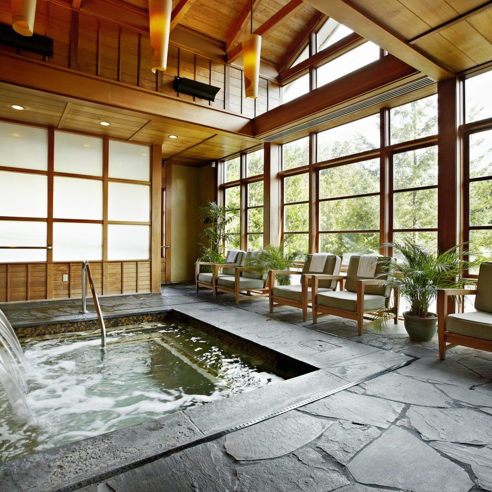 Country Historic Hot tub/Jacuzzi Lodge Scenic views Spa Wellness building property house home mansion Resort swimming pool cottage farmhouse Lobby backyard Courtyard Villa condominium stone