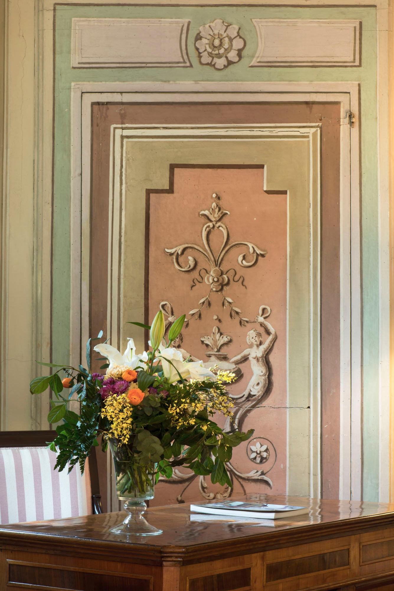 Country Cultural Elegant Historic building flower altar floristry art door plant picture frame