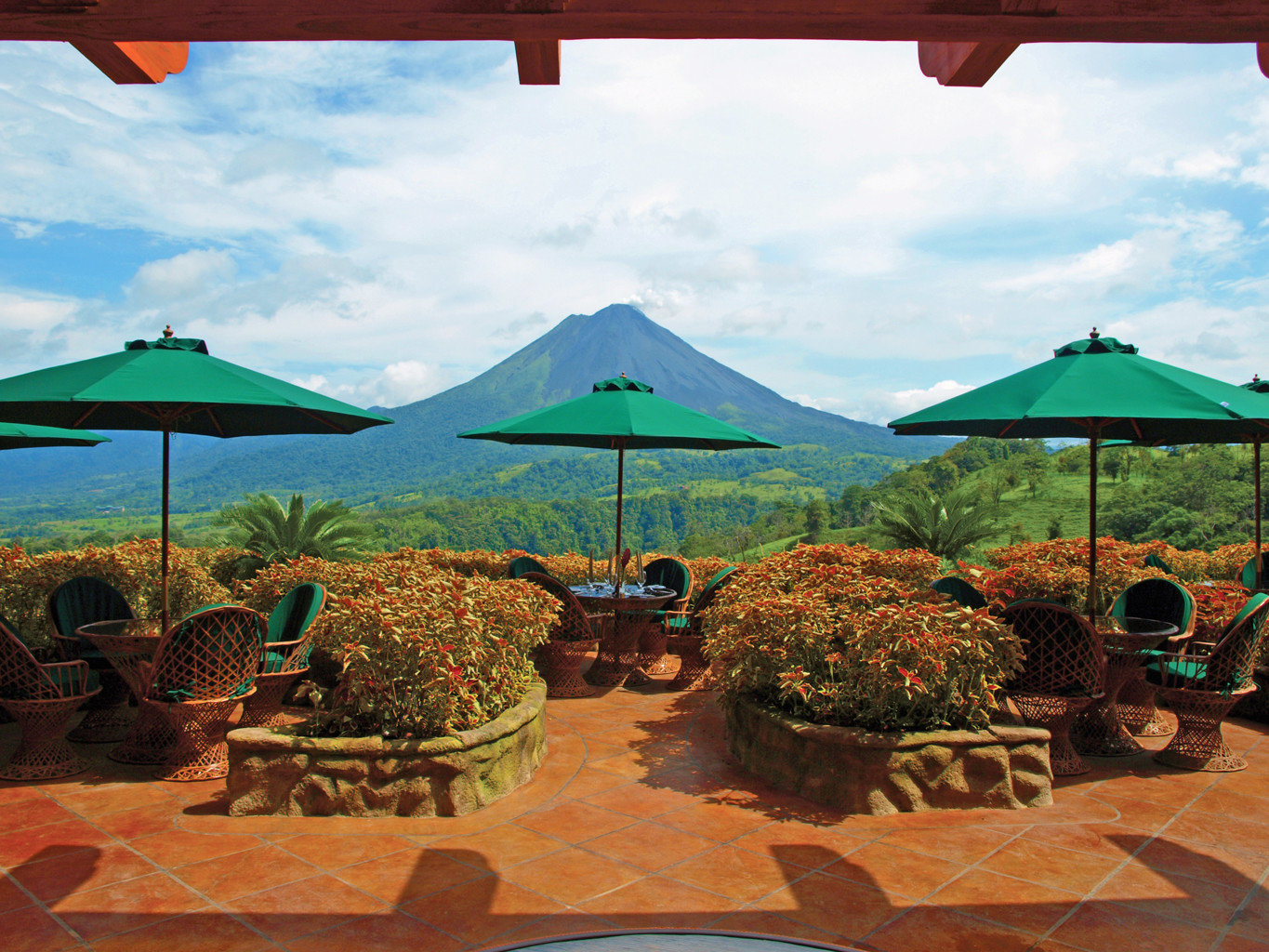 Country Dining Drink Eat Grounds Outdoors Patio Resort Rustic Spa Wellness sky umbrella leisure