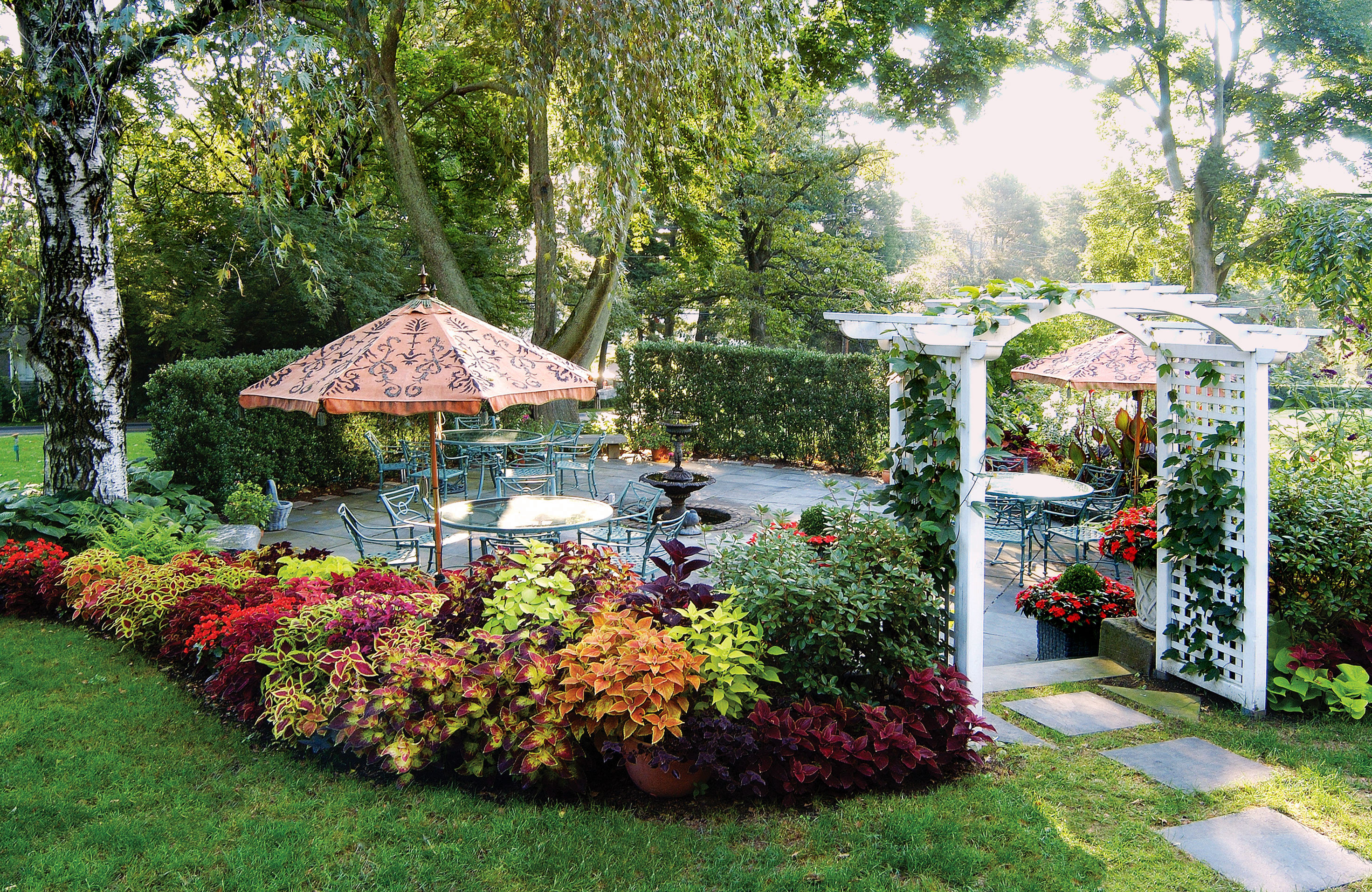 Country Elegant Grounds Inn tree grass flora Garden botany gazebo backyard flower floristry lawn outdoor structure yard botanical garden surrounded lush