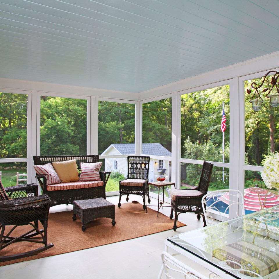 Country Elegant Inn Lounge property home house porch living room cottage outdoor structure Villa backyard