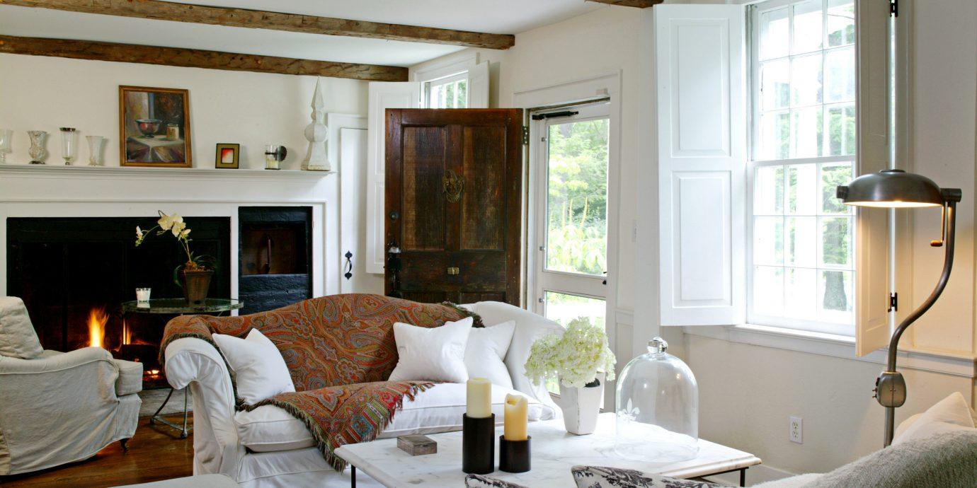 Country Elegant Inn Lounge sofa living room property home cottage Villa Suite farmhouse condominium