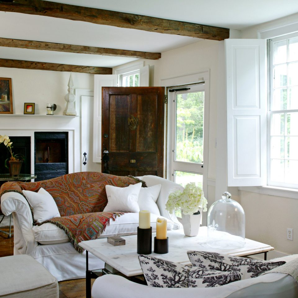 Country Elegant Inn Lounge sofa living room property home cottage Villa Suite farmhouse condominium