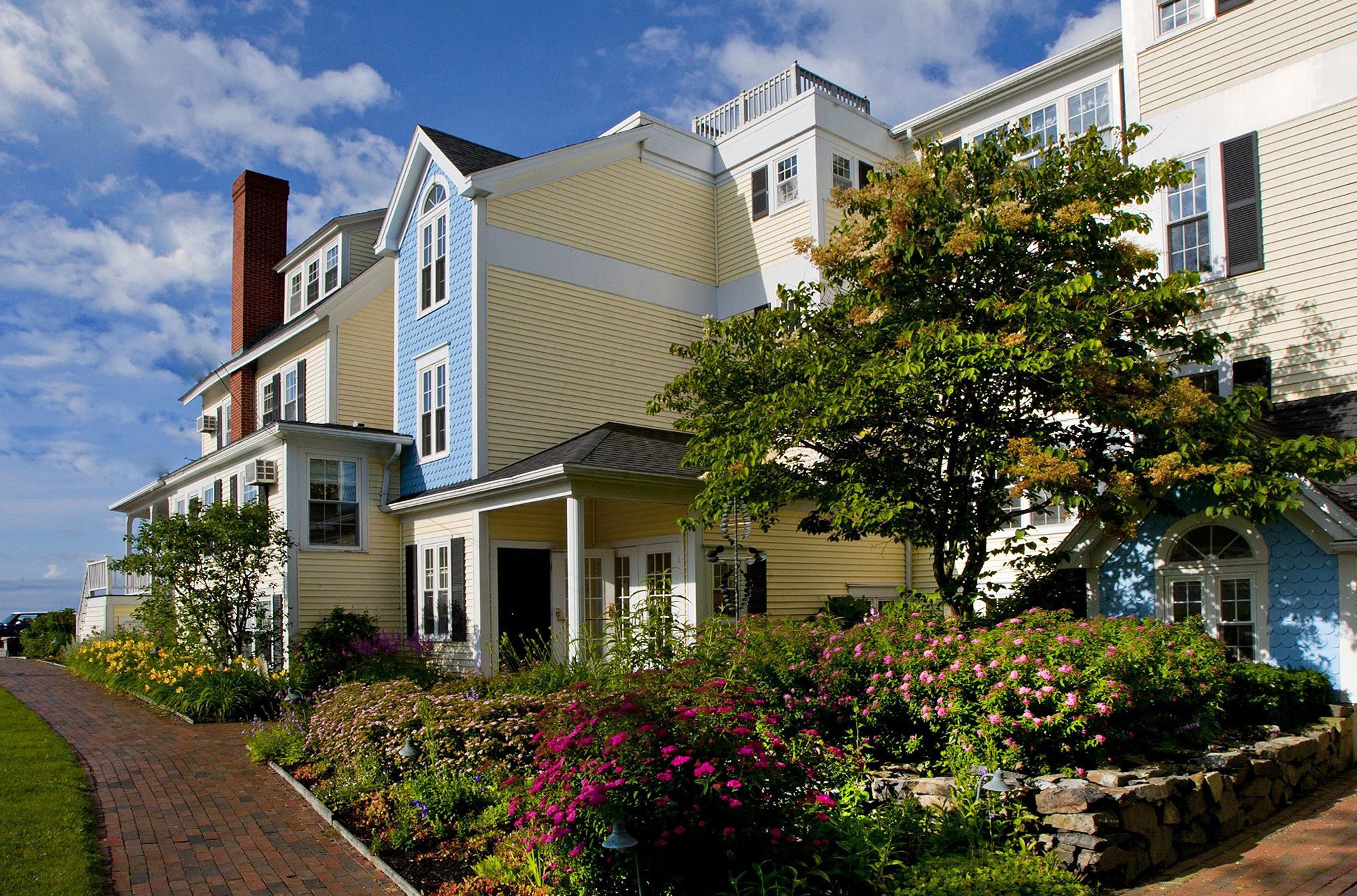 Country Exterior Hotels Inn building tree sky house property residential area neighbourhood home condominium suburb residential cottage Villa Garden stone