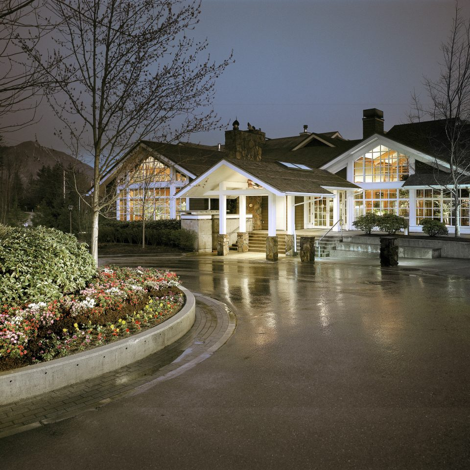 Country Exterior Historic Lodge tree house neighbourhood Town night residential area home waterway