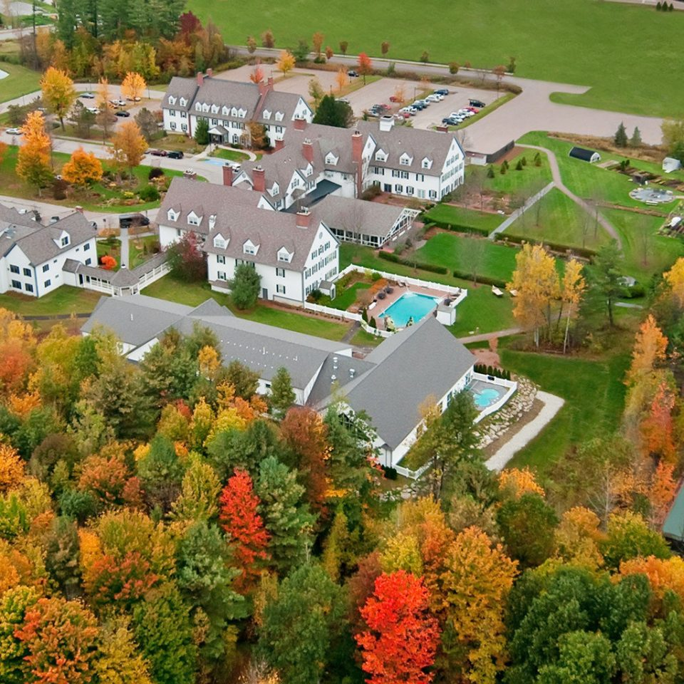 Country Family Garden Grounds Resort tree ecosystem neighbourhood aerial photography season residential area autumn biome park plant