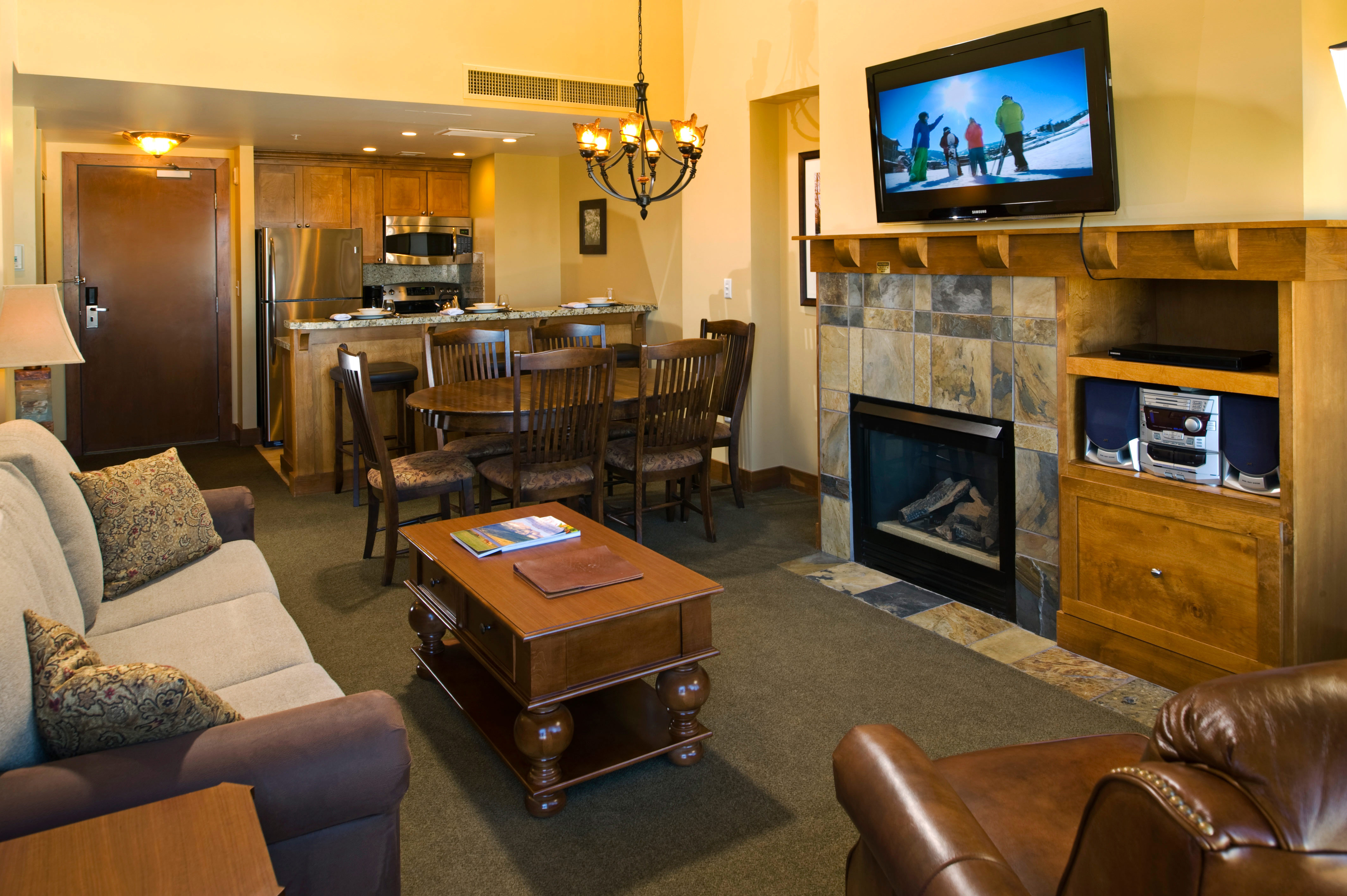 Country Family Lodge Resort Rustic Suite sofa television property living room recreation room home condominium Lobby flat