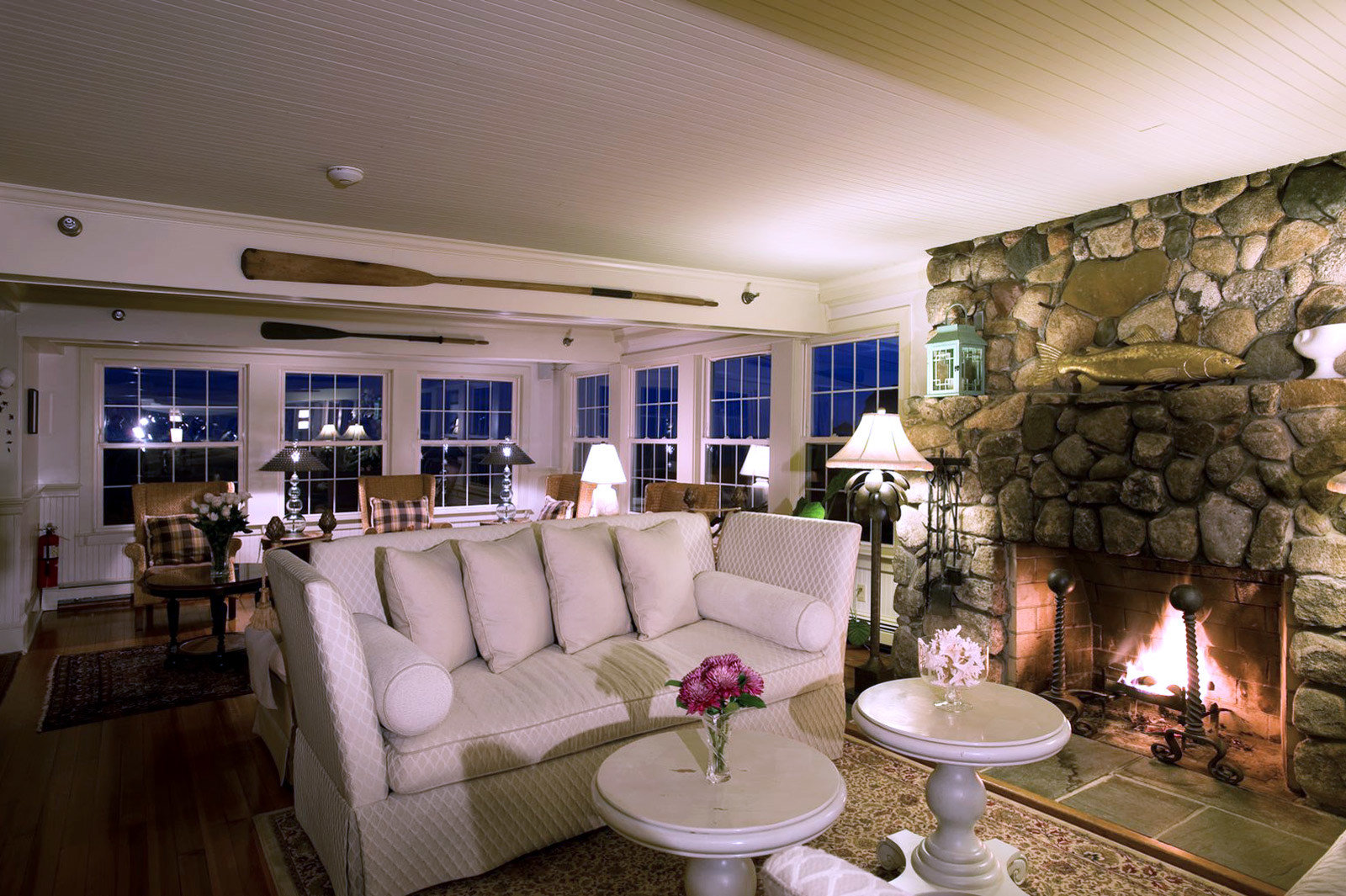 Country Fireplace Inn Lounge living room property home condominium mansion Lobby Villa